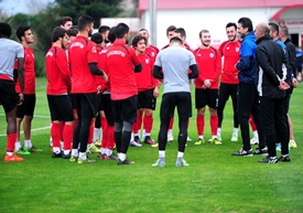 SAMSUNSPOR TOP BAŞI YAPIYOR
